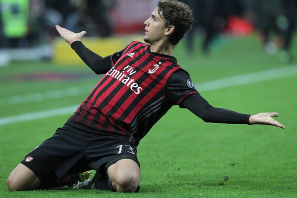 MILAN, ITALY - OCTOBER 22:  Manuel Locatelli of AC Milan celebrates after scoring the opening goal during the Serie A match between AC Milan and Juventus FC at Stadio Giuseppe Meazza on October 22, 2016 in Milan, Italy.  (Photo by Marco Luzzani/Getty Images)